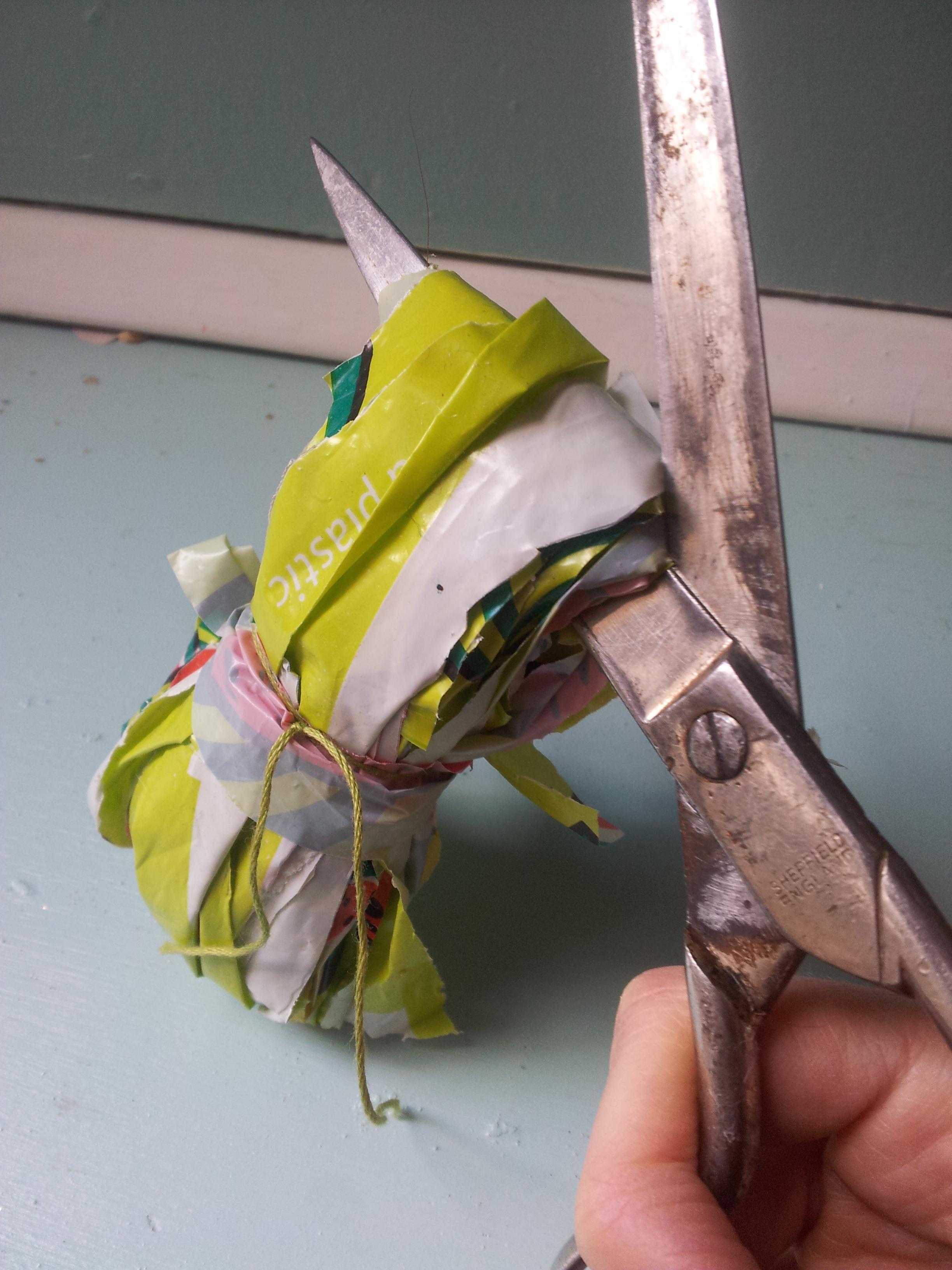 pompom scissors