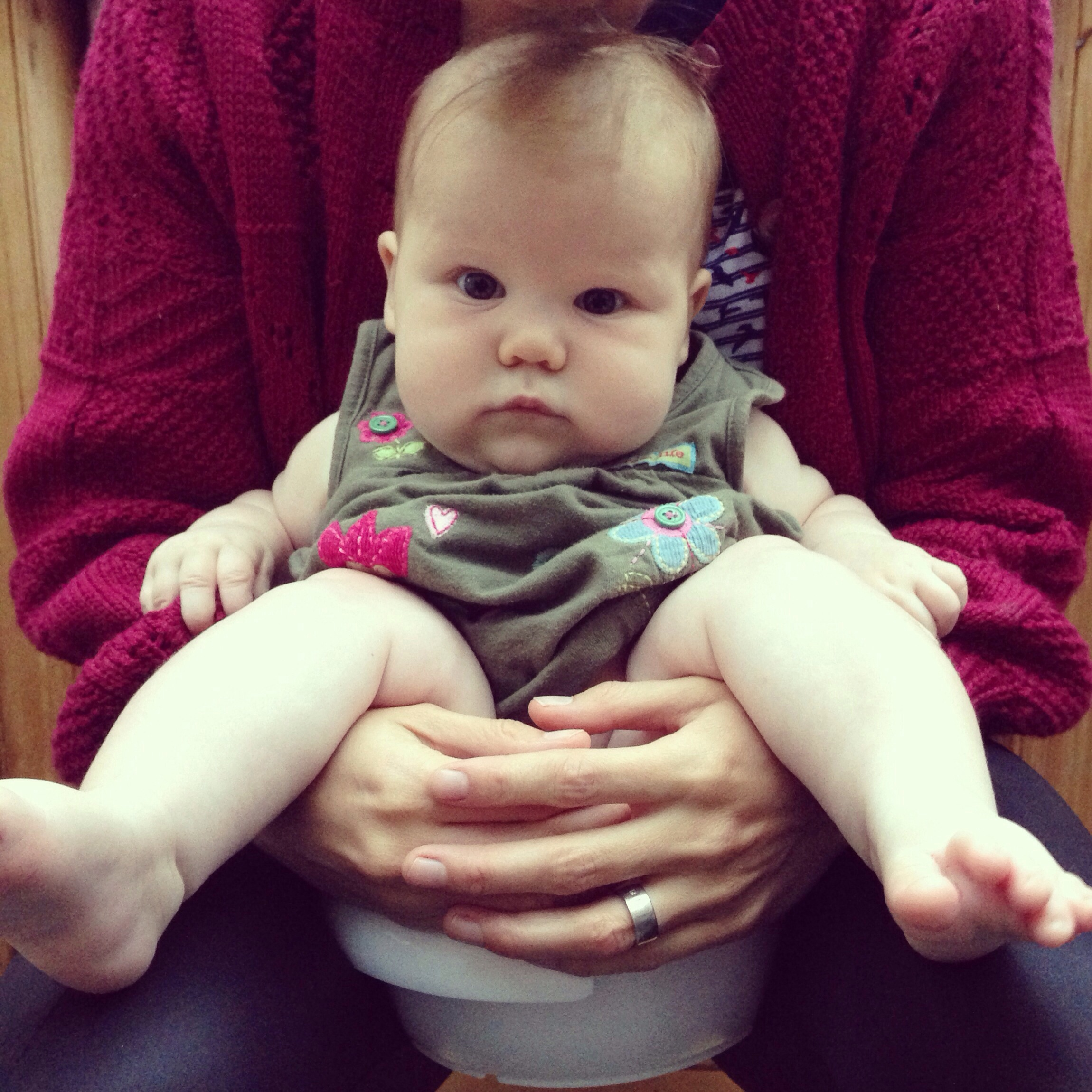 ten signs your baby needs to go to the toilet